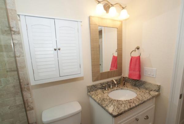 3007-Ave-E-Bathroom-01.jpg