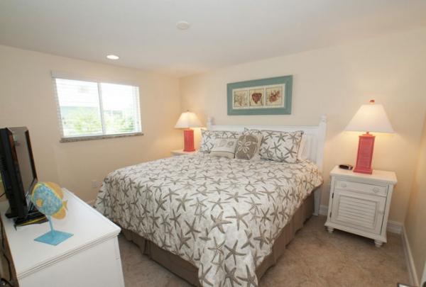 3007-Ave-E-Bedroom-04.jpg