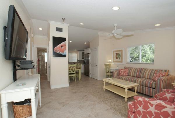 3007-Ave-E-Living-Room-04.jpg