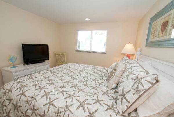 3007-Ave-E-Bedroom-03.jpg