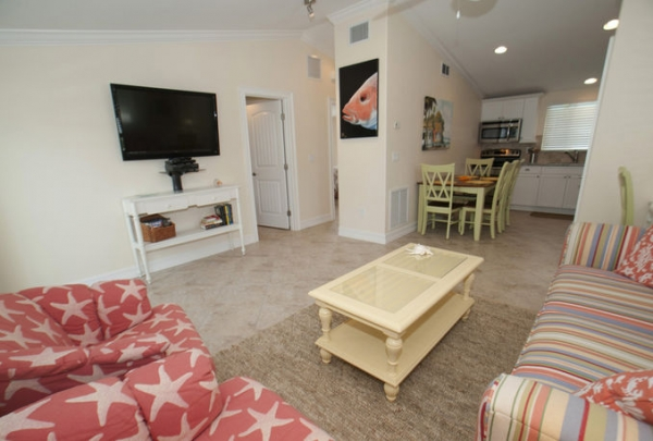 3007-Ave-E-Living-Room-03.jpg