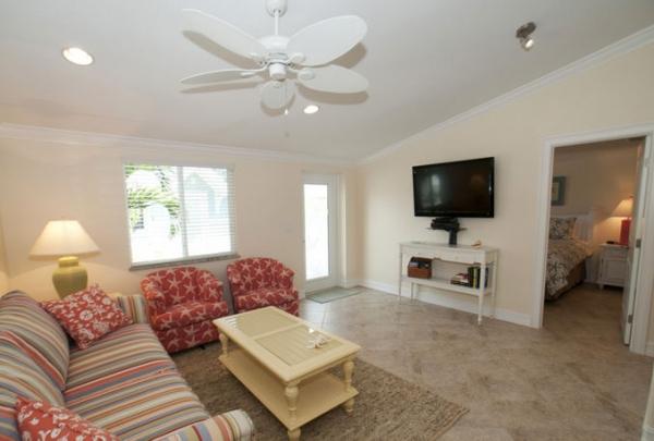 3007-Ave-E-Living-Room-02.jpg