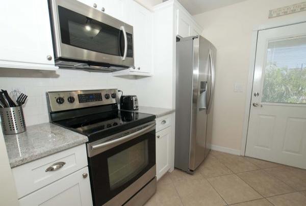 203-36th-St-Living-Room-Kitchen-01.jpg