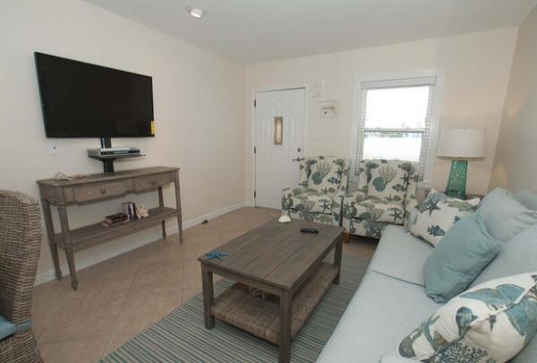 203-36th-St-Living-Room-03.jpg