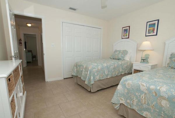 203-36th-St-Bedroom-04.jpg