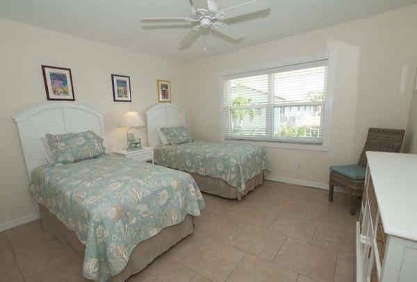 203-36th-St-Bedroom-03.jpg