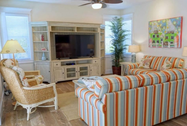 305-74th-St-Living-Room-02.jpg