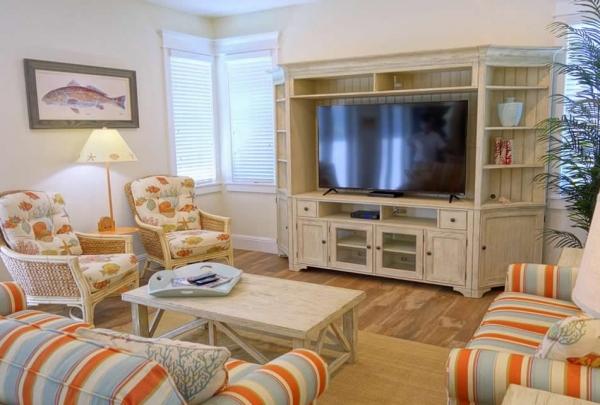 305-74th-St-Living-Room-01.jpg